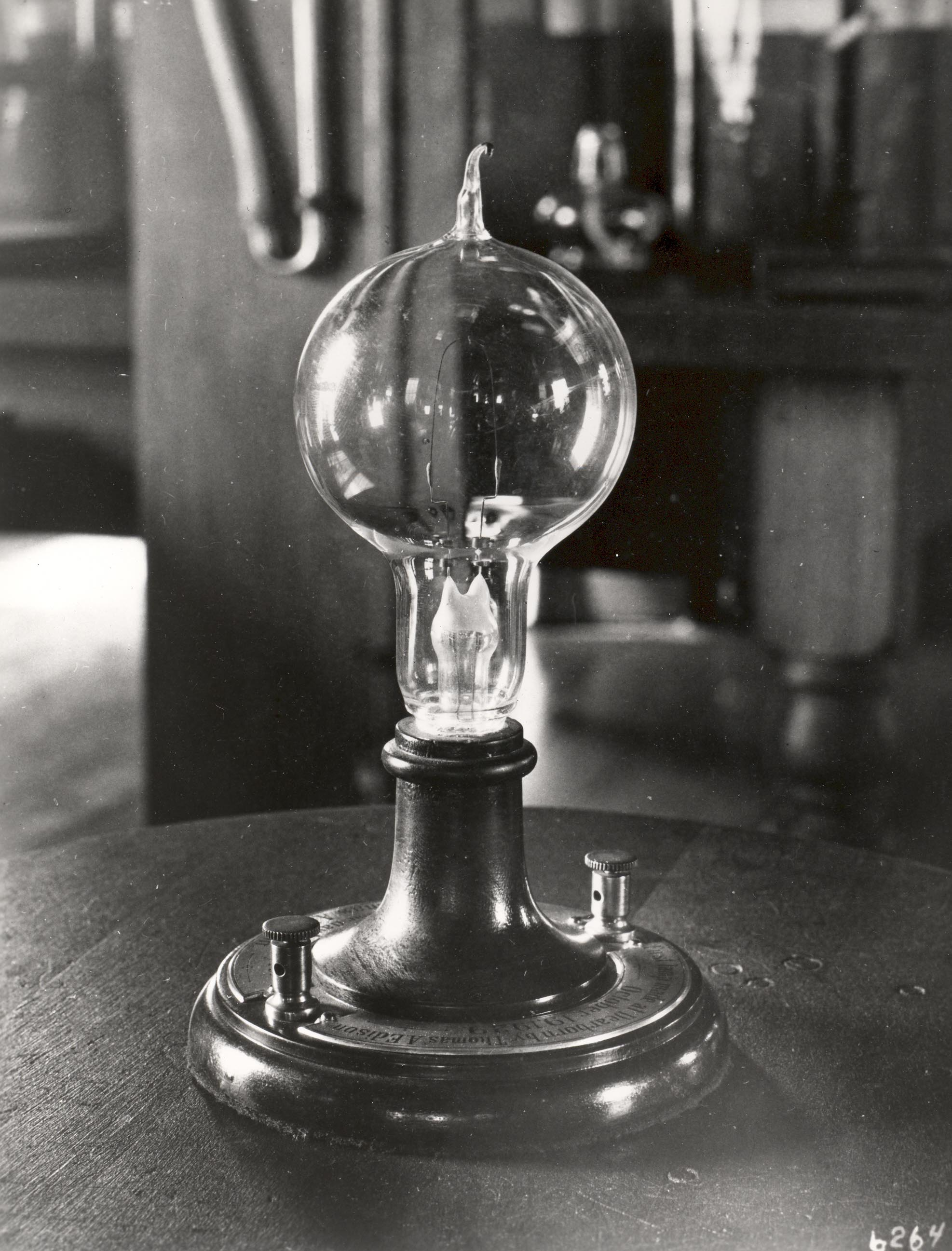 a look at humphrey davys invention of the light bulb The history of the light bulb : we take a look at the invention  the invention of the light bulb is sometimes  in 1801 sir humphry davy,.