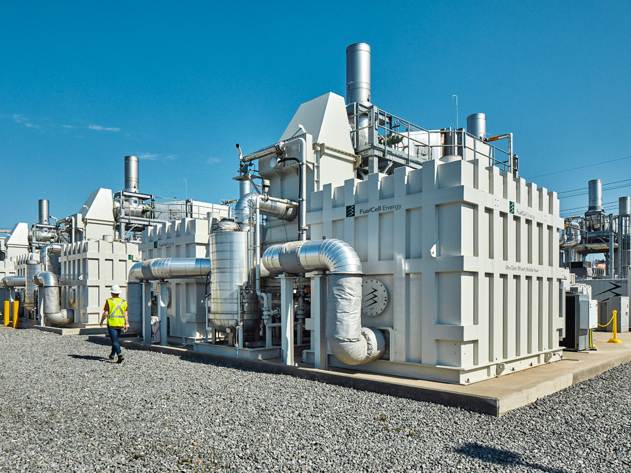 A molten carbonate fuel cell plant for use with an existing or new power plant