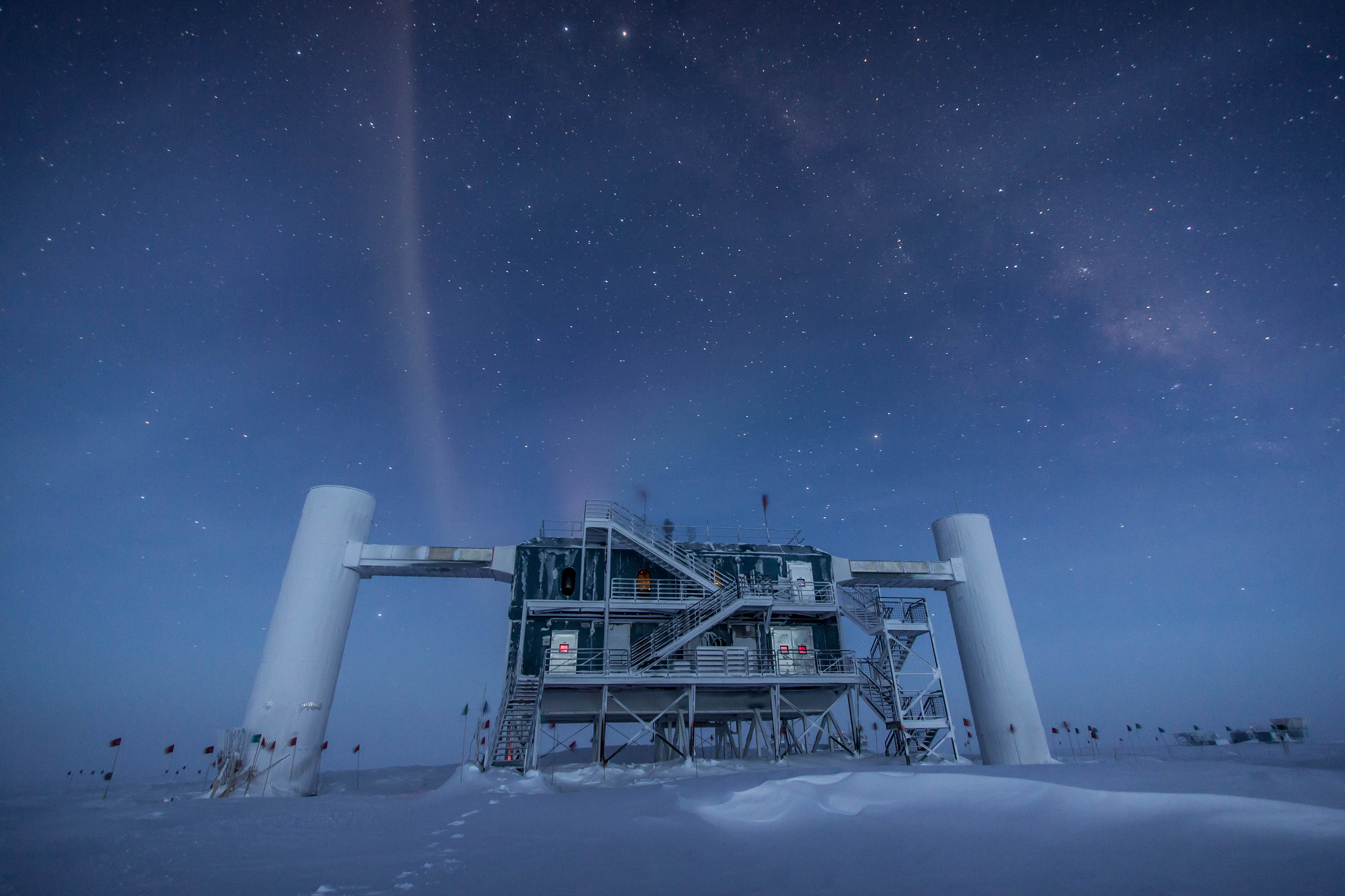 The surface lab of IceCube, exposed to the inhospitable weather conditions there.