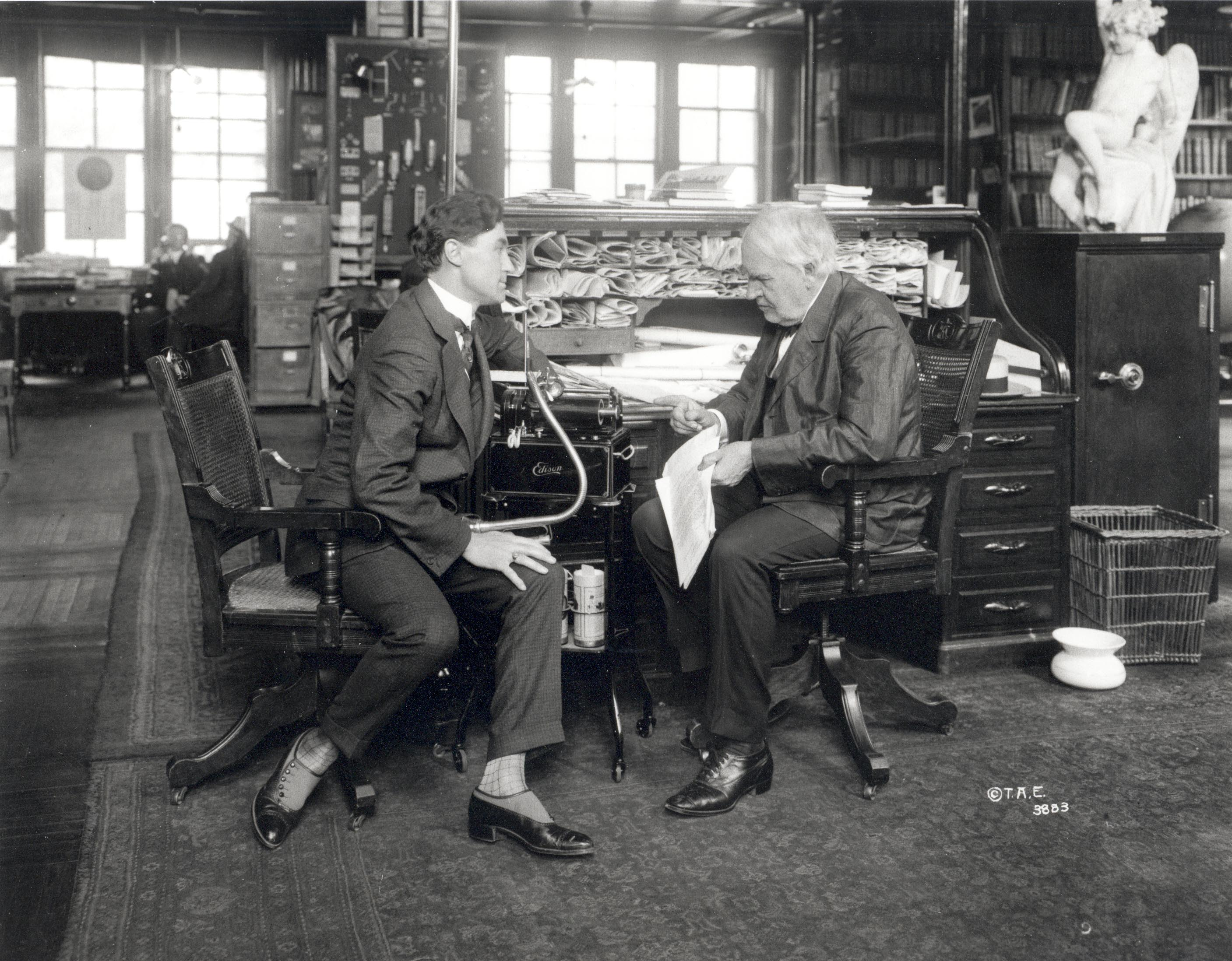 Like any good R&D organization, a capable staff keeping project managers aware of what is going on is indispensable. Here Edison confers with staff.