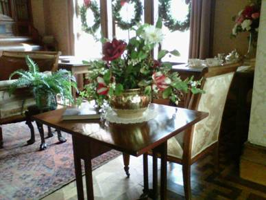 The first floor tea room / visitor's room decked out in holiday color.